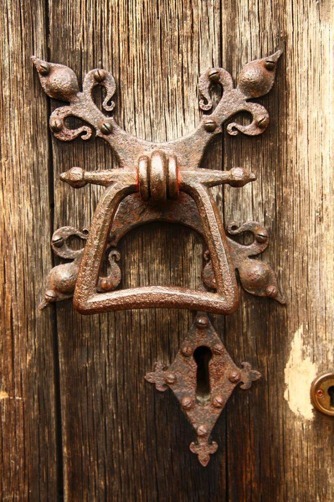 Dungeons & Doorknobs